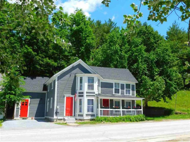 This photo shows no fence, but there is one, as shown in the previous photo. The house is in walking distance to a general store, shops, art galleries, restaurants, a grocery, a liquor store, and a yoga studio.