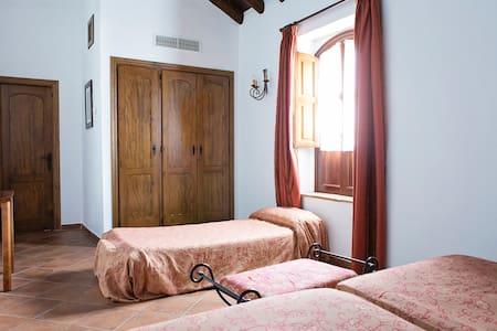 Cortijo San Antonio hab doble con cama supletoria - Casarabonela