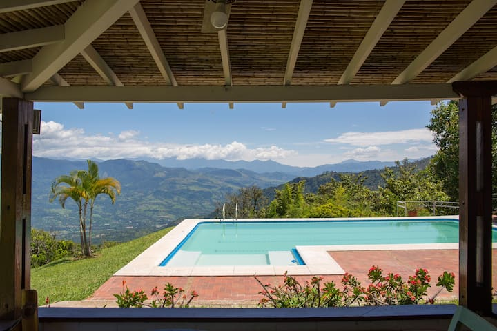 Beautiful Coffee Farm, 90 minutes from Medellín