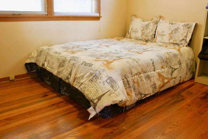 Comfortable room in the heart of Blackstone