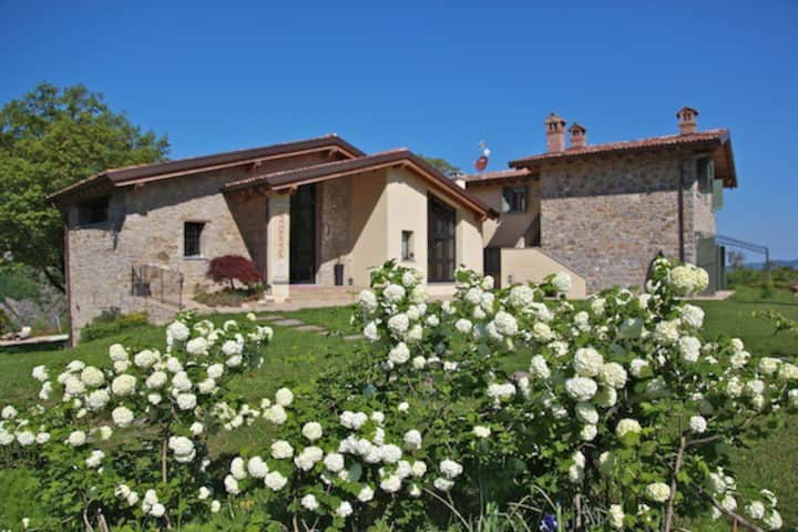 BORGO PIANELLO HOLIDAYS HOMES & WINERY