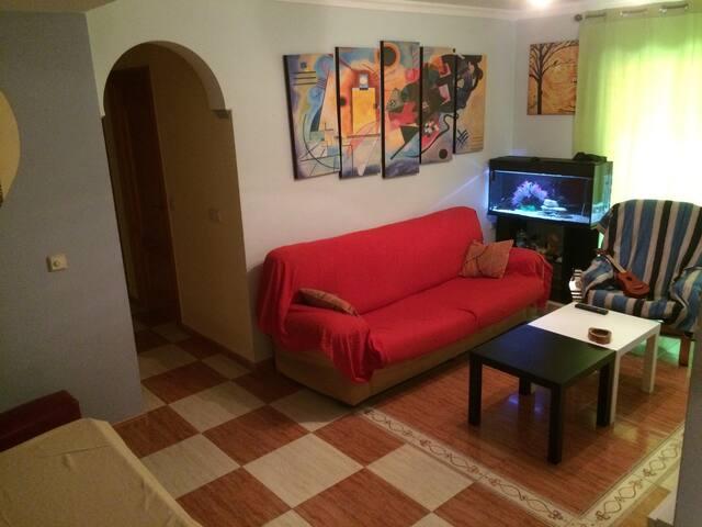 Private bedroom & bathroom // Habitación privada