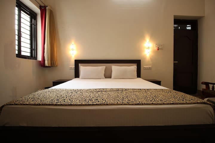 Super Deluxe Room Near Hawa Mahal Jaipur