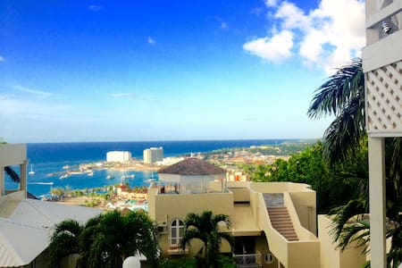 """Rated #1, 1st Class Villa Low rates """"Must See""""!!!! - Ocho Rios"""