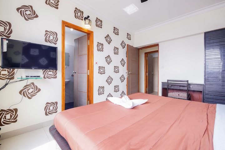 Charming Bedroom Ideally Located in the city