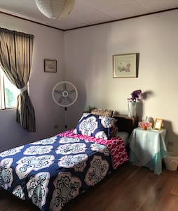 Spacious Bedroom in SJ Costa Rica - Sabanilla - Daire