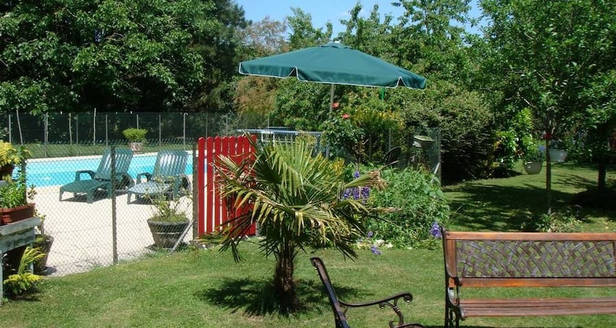 Charming vacation rental with pool/ Chambord - Messas - 一軒家