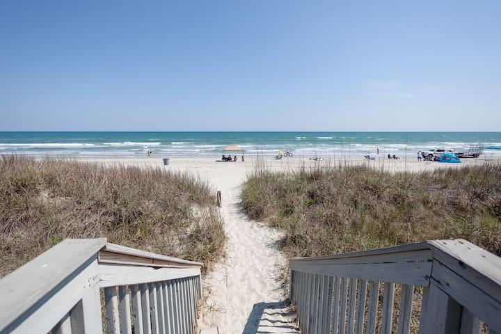 Ultimate Golf Beach Villa-Sleeps 8-22! Views!