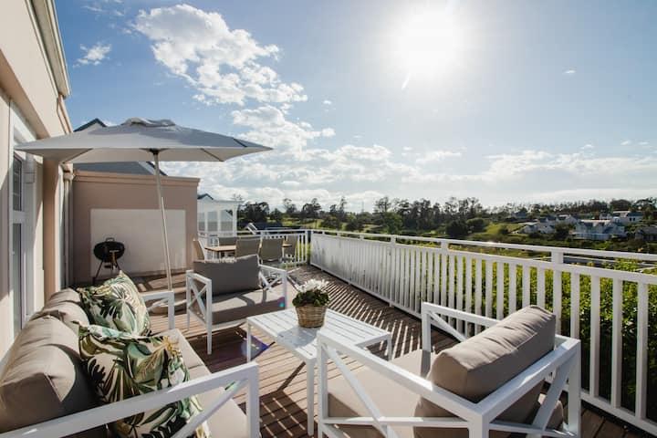 ★ Modern 2BR Home ★ Secure golf estate near beach