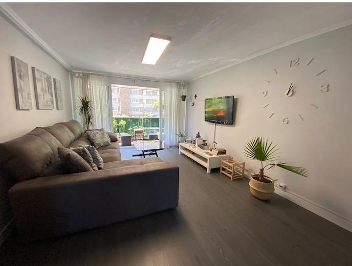 Habitación / piso entero. Disponible vivir solo.