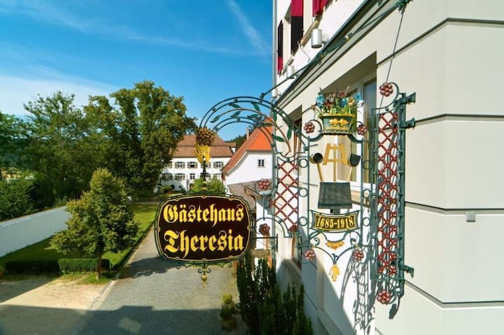 """Hotel """"Gästehaus Theresia"""" Garni, (Mühlheim), Einzelzimmer mit Dusche und WC"""