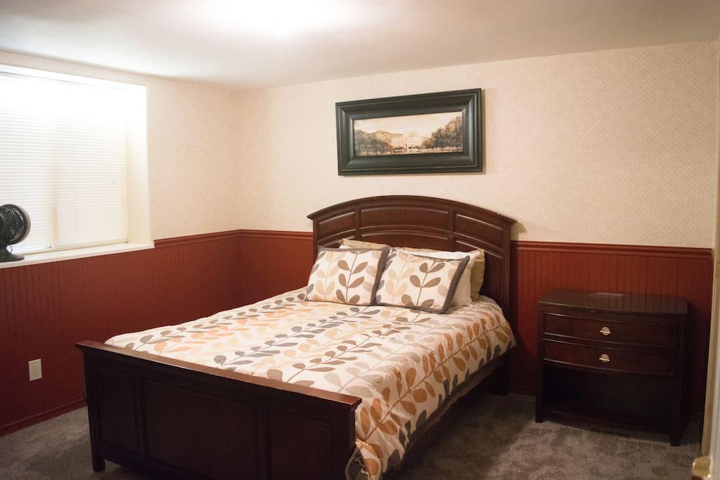 Queen Bed with Tempurpedic Mattress