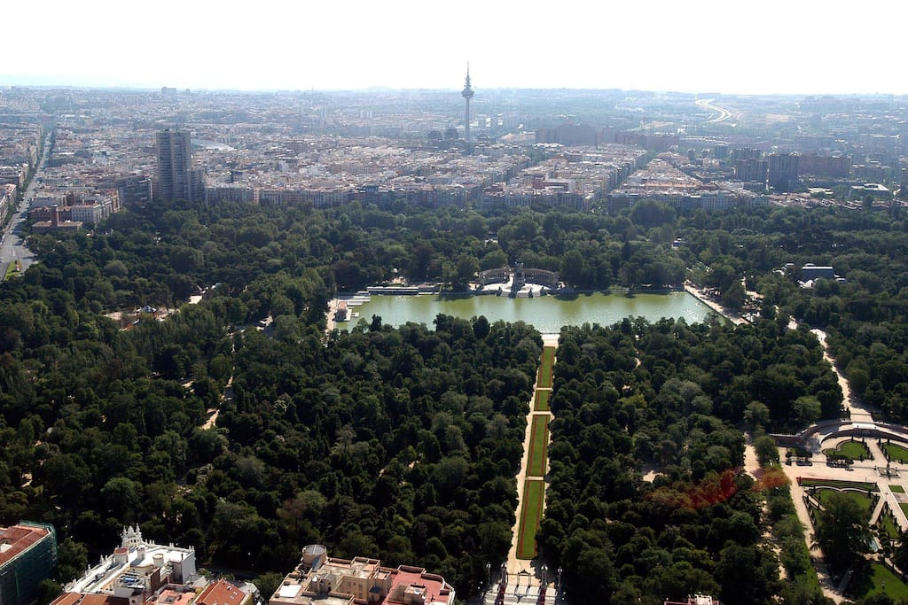 Madrid centro. Vista aérea de El Parque del Retiro