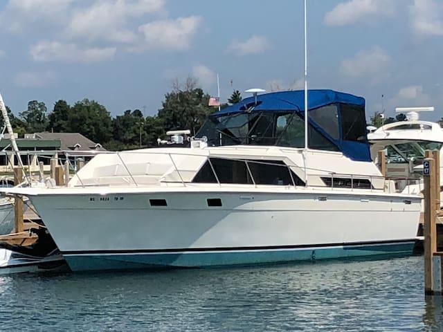 Tawas Bayfront Getaway (boat)