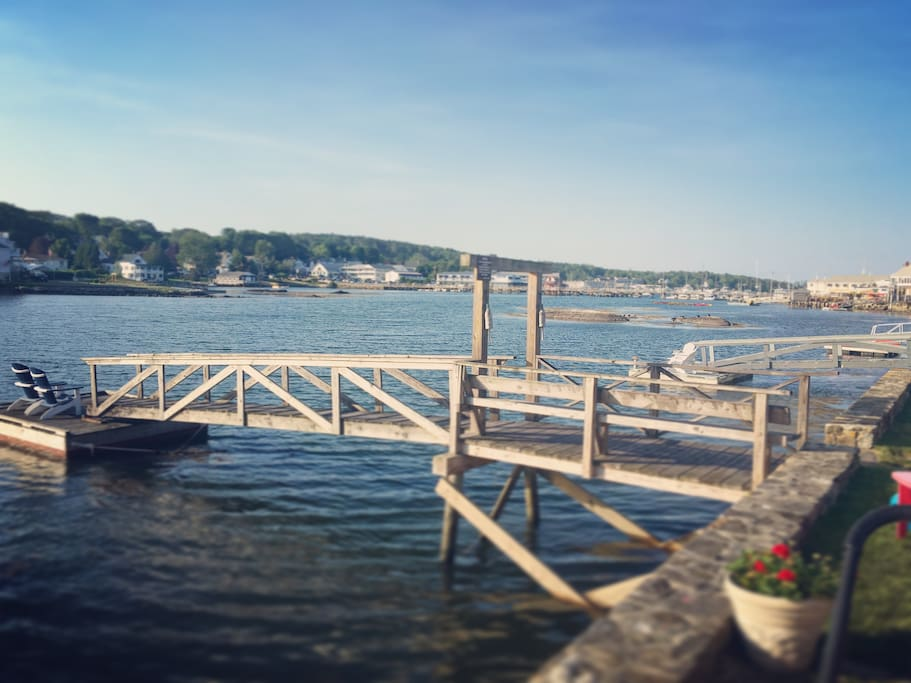 Oceanside location in Downtown Boothbay Harbor, Park & Walk to Everything!