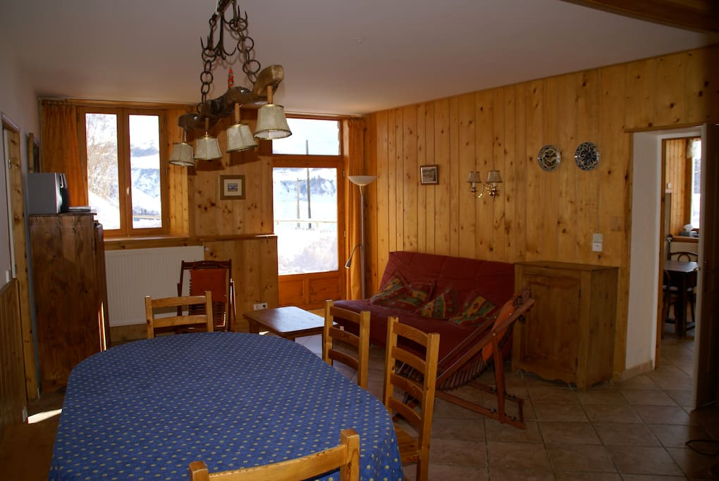 Grand séjour spacieux et chaleureux