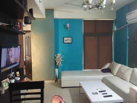 Furnished flat near vaishali metro couple friendly