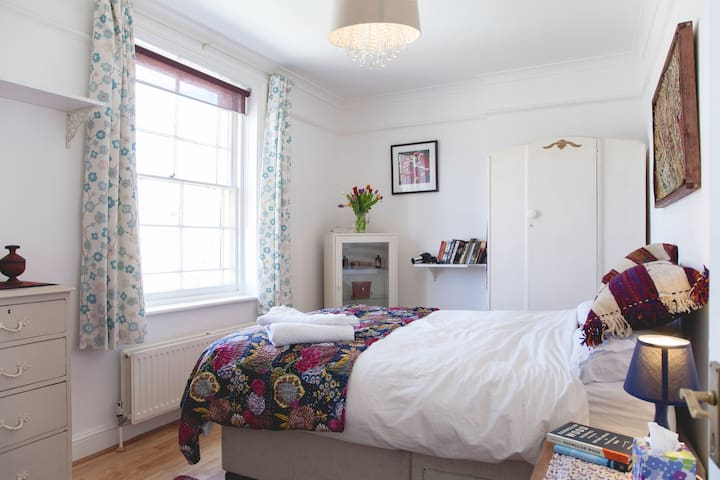 Bright double in central Brixton