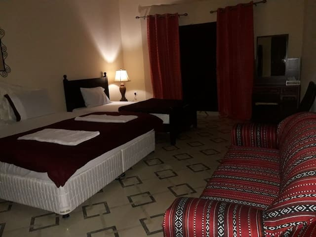 Private room with ensuite bathroom in Khasab,