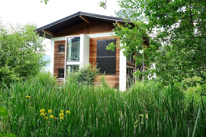 Beautiful, modern and quiet holiday home not far from the town centre.