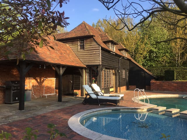 Rustic barn with a view - Sevenoaks - Pension