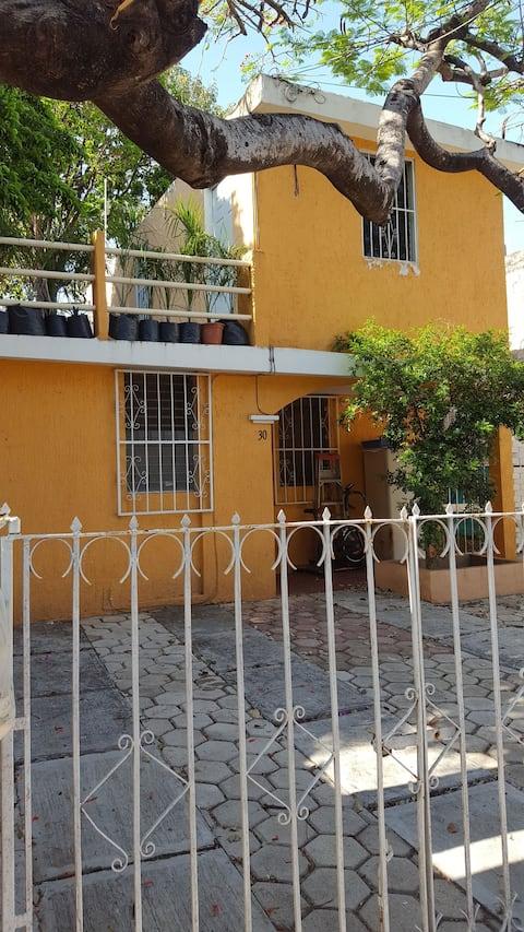 Departamento céntrico con cochera y terraza.
