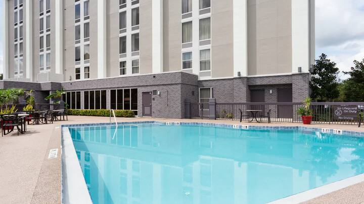 Orlando Airport / 2 Queen Beds Hotel+ Free Shuttle