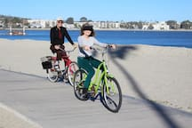 Bikes with shopping baskets available for your use. Beautiful bike paths along the ocean and bay. Here are guests enjoying a ride just across the street from the studio.
