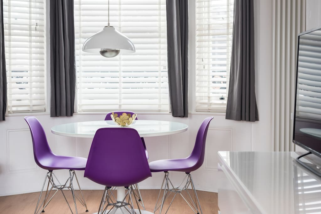 Dining table for up to 4
