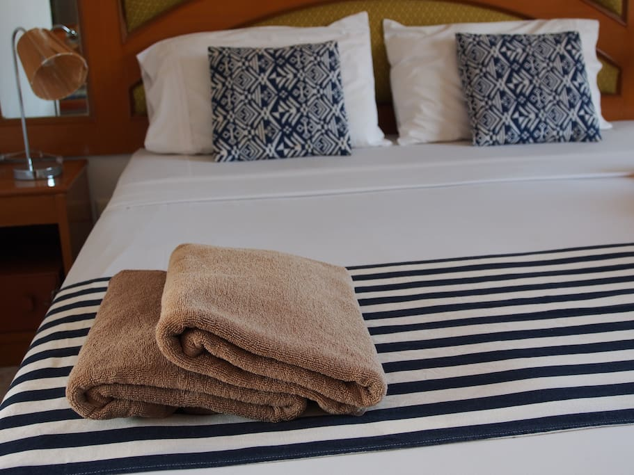 Fresh linen, towels. King size bed. Twin beds are not available.