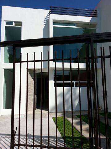 Casa dos dormitorios con cochera - Apizaco, Tlaxcala, MX - Casa