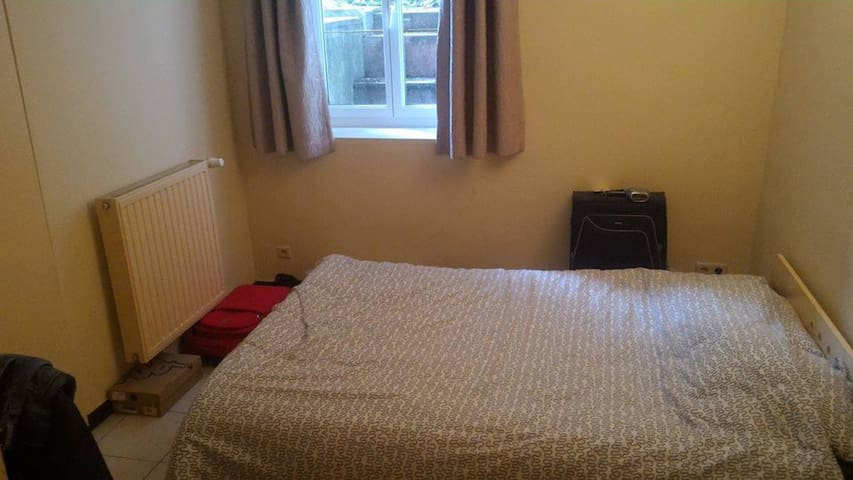 Room Avalaible, near the European Parliament - Ixelles