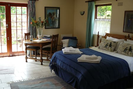 Stanford Nestle-In Self-Catering sunny and quiet - Stanford - Apartamento