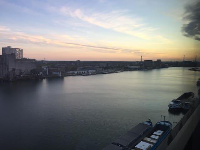 Eurosongfestival, 5 min from ahoy!