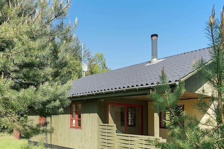 Geräumiges Ferienhaus in Aakirkeby (Dänemark) mit Terrasse