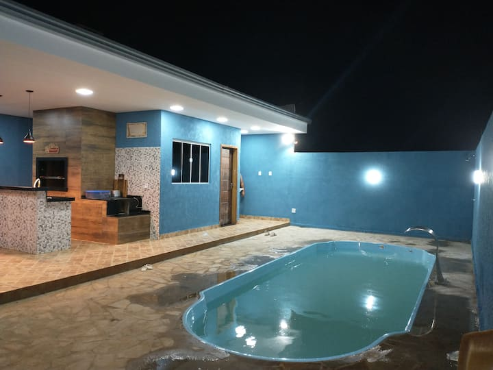Edícula com piscina, quarto, banheiro