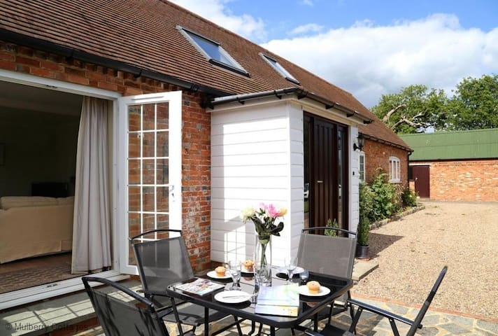 The Stables Sleeps 5, Immaculate period cottage on a working farm with use of the tennis court.