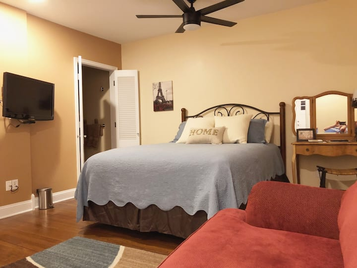 Payne Jailhouse Bed and Breakfast, Europa Room