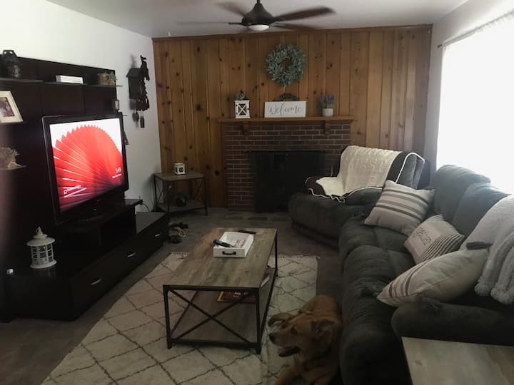 Rent the ENTIRE Cute 2.5 BR Ranch to yourself!