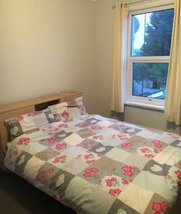 Double room in a Victorian cottage - Aldershot - Huis
