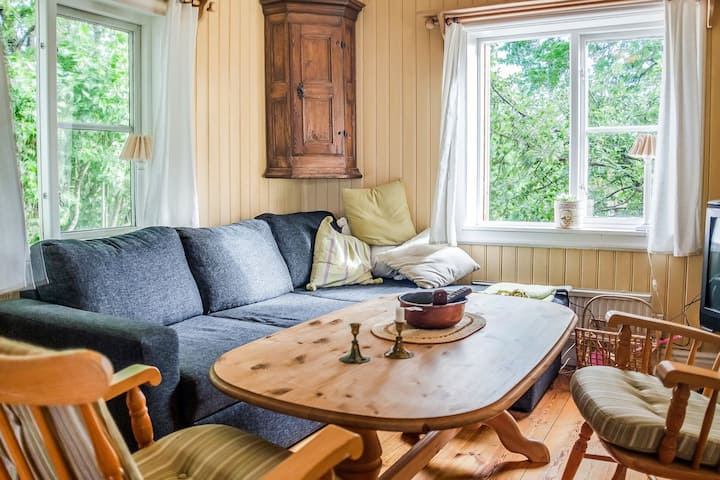 Sun-drenched, Cosy Cabin in Peaceful Setting