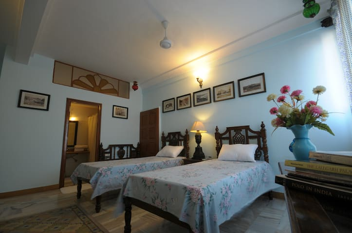 Twin bedroom in an ancient Jodhpur Heritage Haveli