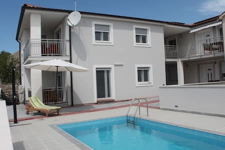 Apartment with 2 bedrooms 55m² and Pool in Raslina