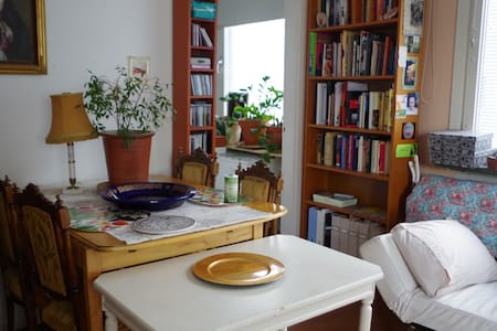 Studio w classic decor 13 min from central station - Sundbyberg