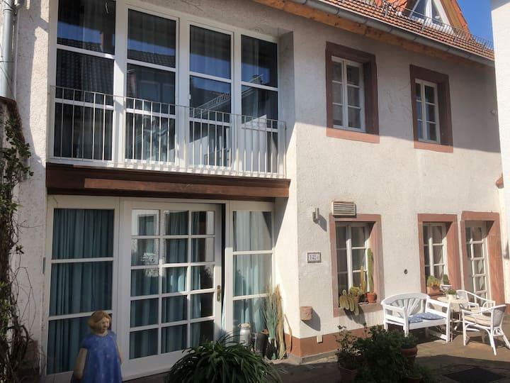 Hübsch und ruhig: Maisonette-Wohnung mit Terrasse