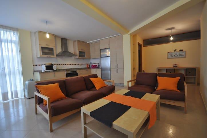 Apartamento céntrico - Muros - Lägenhet