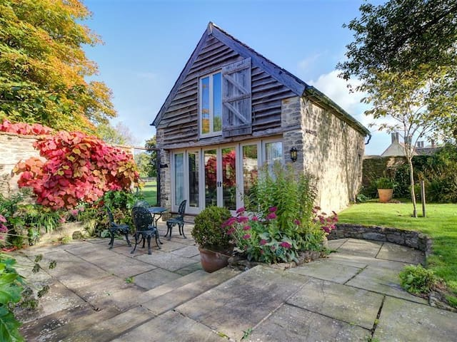 WAGON HOUSE, pet friendly, with a garden in Malmesbury, Ref 988616
