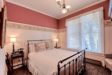 Victorian Premier Queen Room near Ocean & Beach