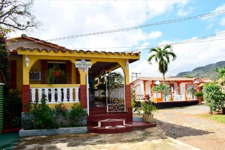 """Casa Entre Portales """"MIRIAM Y PORTALES"""" (Hab 1)"""