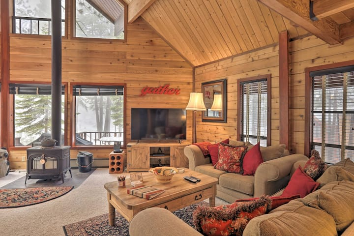 Idyllic Northstar Cabin w/Shuttle: 2 Mi to Resort!